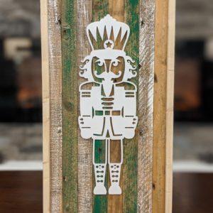 christmas-decor-pallet-nutcracker-pine-wall-art-white-green