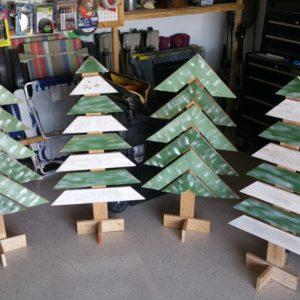 christmas-decor-reclaimed-pallet-wood-trees