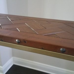 custom-sofa-table-reclaimed-pallet-wood-and-metal-close-up